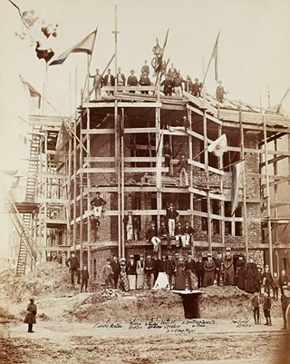 Topping-out ceremony in 1892