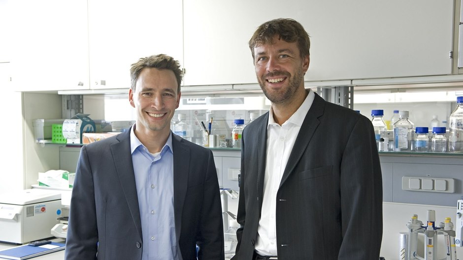 Beiersdorf researchers Dr. Janosch Hildebrand (l.) and Dr. Marc Winnefeld
